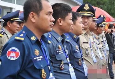 """提醒柬埔寨西哈努克省警方检查""""违规""""外国人"""