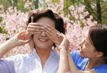 韩小姐和妈妈一起获得柬埔寨签证
