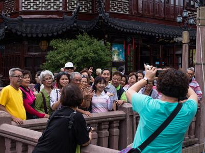 """柬埔寨""""送水节""""狂欢,吸引9万多的国际游客"""